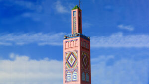 Minarete de la mezquita Sidi Bou Abib, en Tánger, Marruecos.